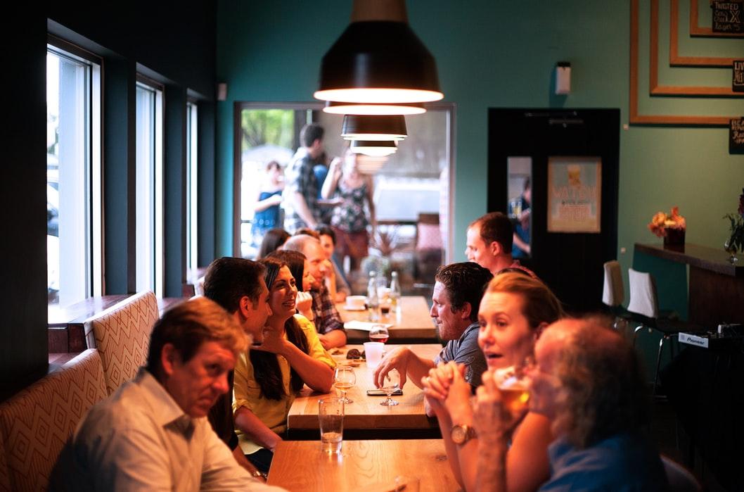 Imprezy firmowe – kreowanie pozytywnych relacji między pracownikami